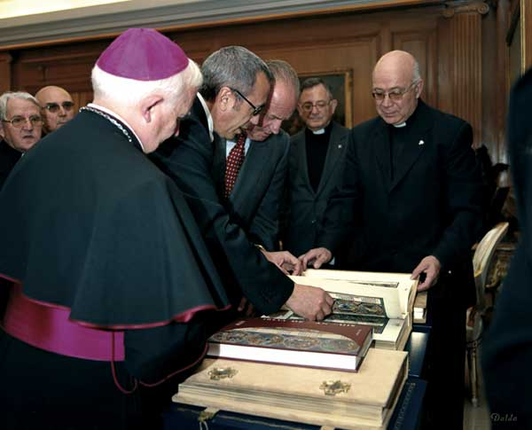 His Majesty King Juan Carlos with his Bible of St. Louis