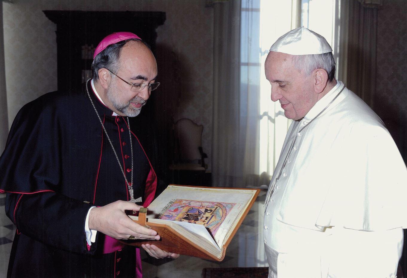 Francisco I con su Libro de los Testamentos